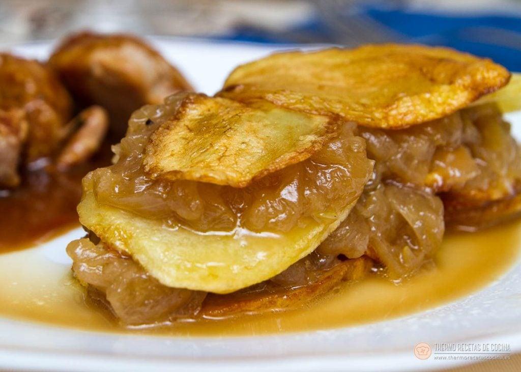 Milhojas de patatas y cebolla caramelizada 1